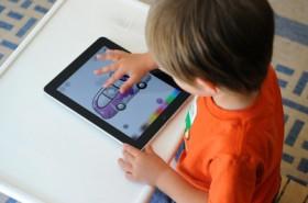 نصائح وتطبيقات لآمان أطفالك ومتعتهم