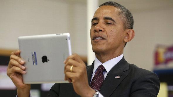 obama-with-an-ipad