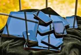 عدة طرق للاستفادة من جهاز الآي-فون القديم الخاص بك