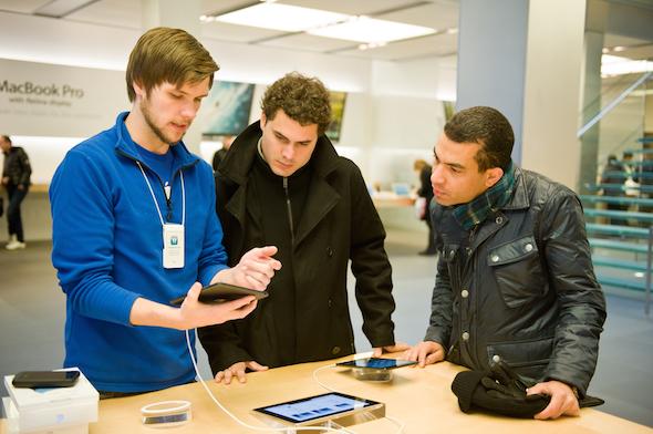 apple agent helping customers