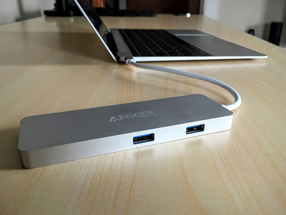 Anker-Premium-USB-C-Hub-connected-macbook