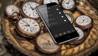 تطبيق الساعة في الآي-فون من أهم التطبيقات التي نحتاجها