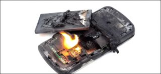 لماذا تنفجر بطارية الهواتف الذكية؟ وكيف أمنع ذلك؟