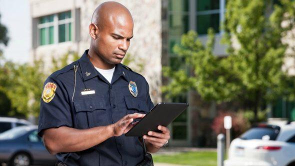 نصيحة للشرطة: لا تنظر إلى شاشة الآي-فون X