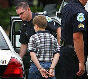 اعتقال صبي بسبب جملة قالها لسيري