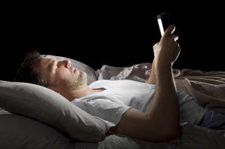 الضوء الأزرق وتأثيره الضار على نومك
